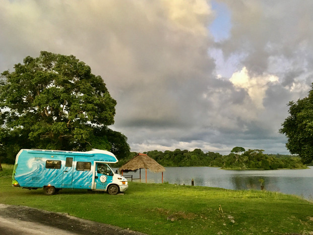 Bivouac au bord du Lago Gatun