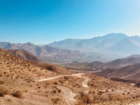 Des kilomètres de routes de terre en montagne