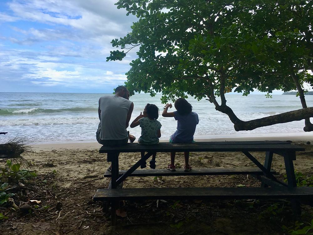 Sur la plage, côte Caraïbe