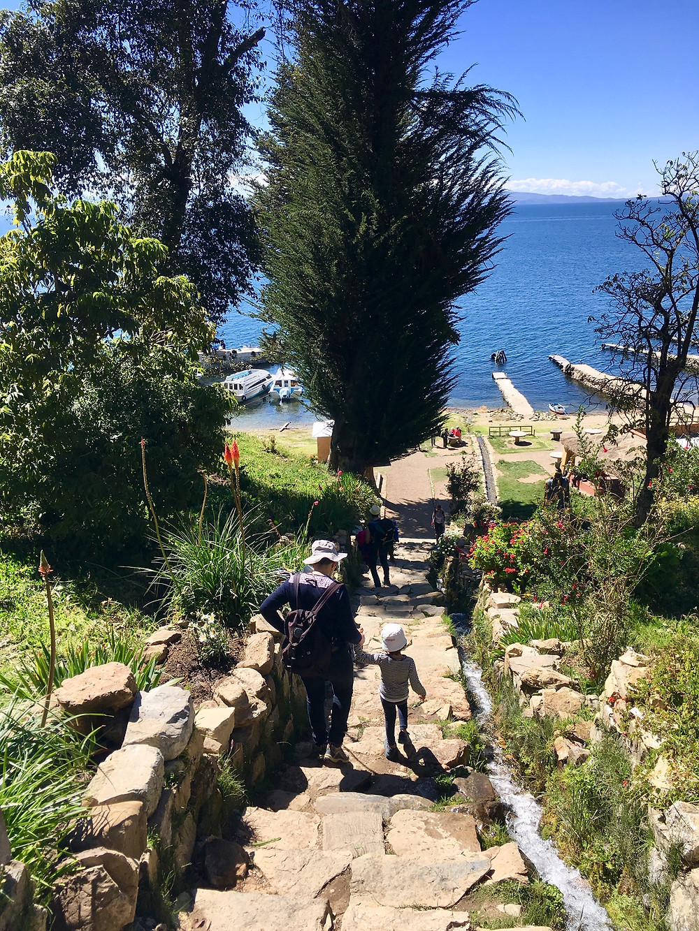 Les escaliers qui mènent au port sud de l'Île du Soleil