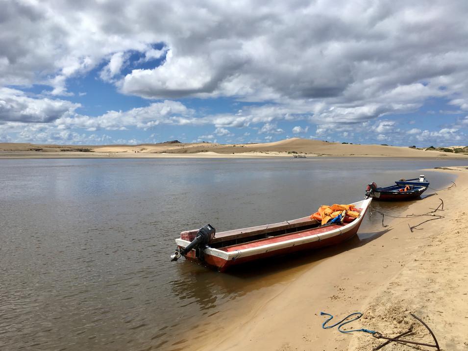 Les bateaux qui permettent la traversée jusqu'aux dunes
