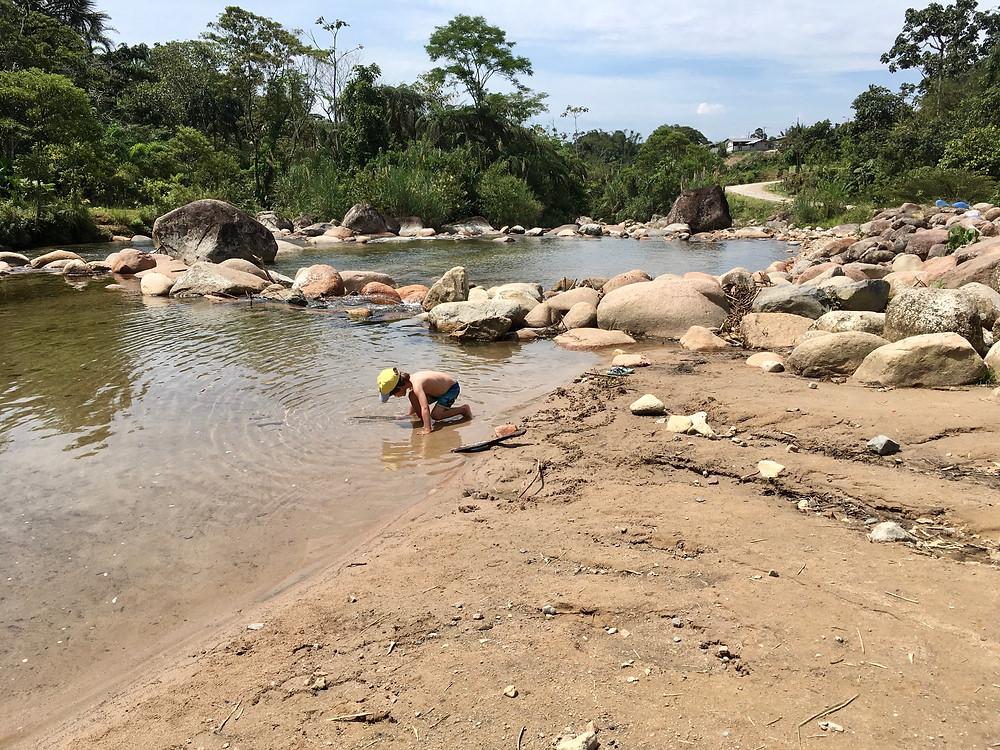 Baignade dans la rivière