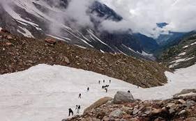 climbing the hampta pass in snow