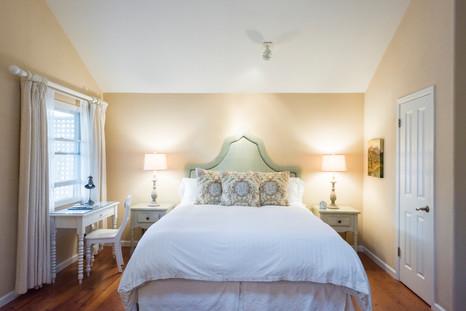 Cottage Grove Inn Room