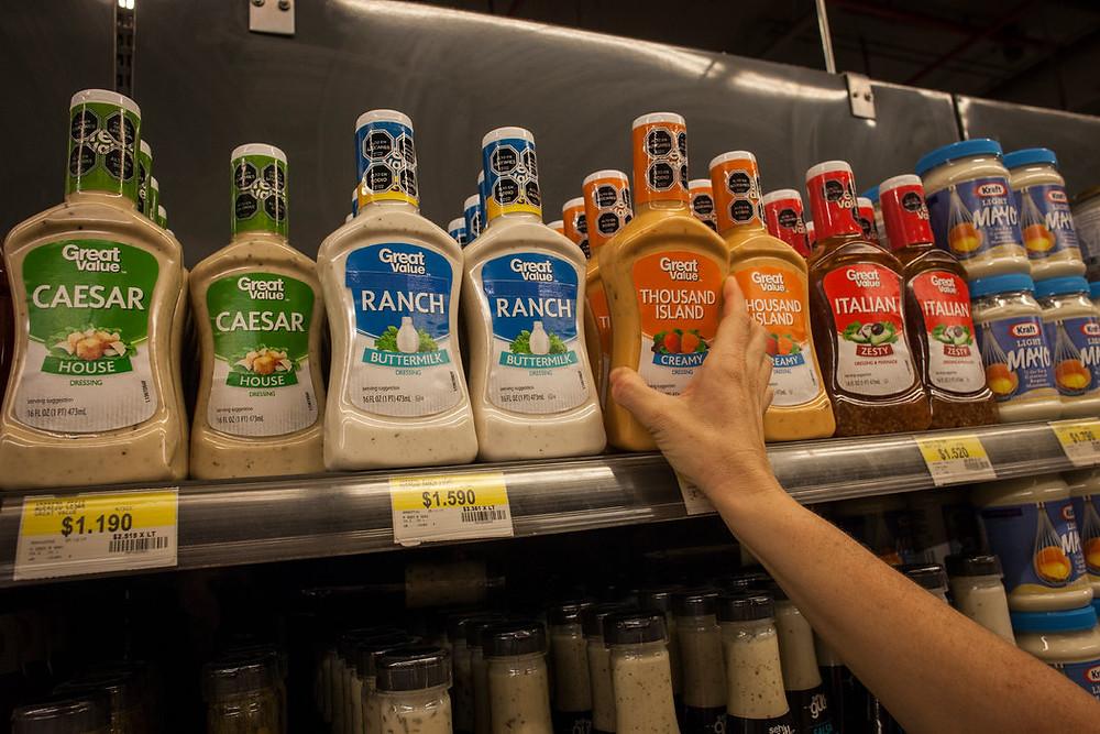 En un supermercado en Chile varios productos tienen los sellos Credit Víctor Ruiz Caballero para The New York Times