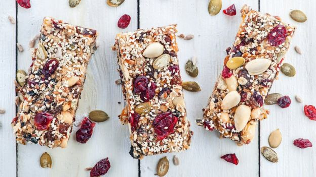 Las barras de cereal no siempre son tan nutritivas y saludables como aparentan. GETTY IMAGES
