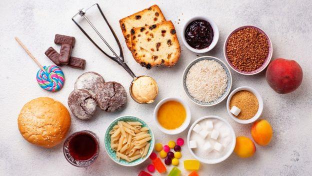 En ayunas, el nivel normal de azúcar en sangre es de 70 a 110 miligramos por decilitros (mg/dl). Después de las comidas, estos valores suben. GETTY