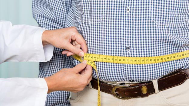 Una dieta incorrecta es uno de los principales factores que contribuyen a una mala salud. GETTY IMAGES Image caption