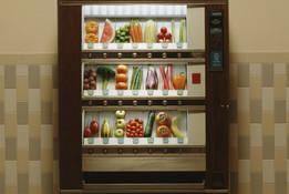 """Uso de máquinas expendedoras de comida está en plena revolución """"saludable"""": los escollos"""