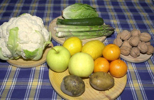 Algunos productos básicos de la dieta mediterránea/EFE/Paco Torrente