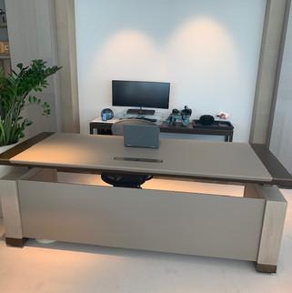 Custom made directie tafel