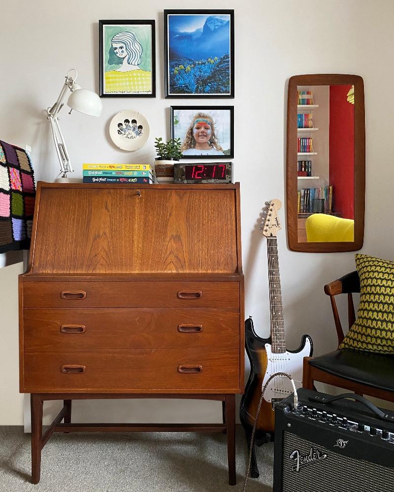 mid-century desk childs bedroom
