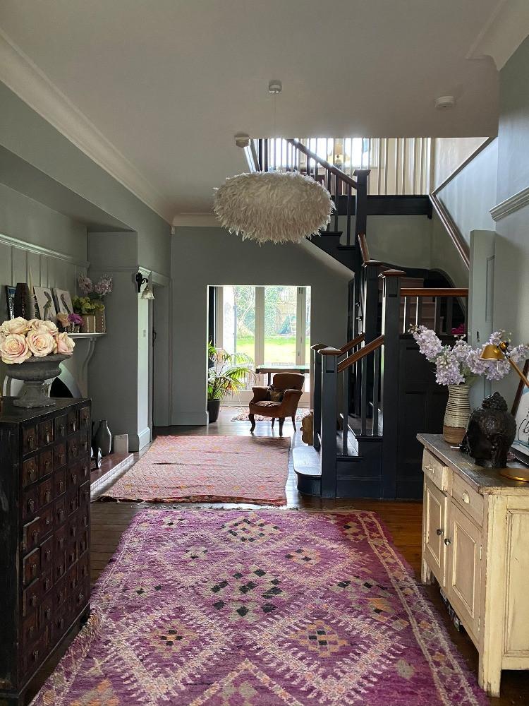 hallway decor wooden floors bold pattern rugs feather light fitting