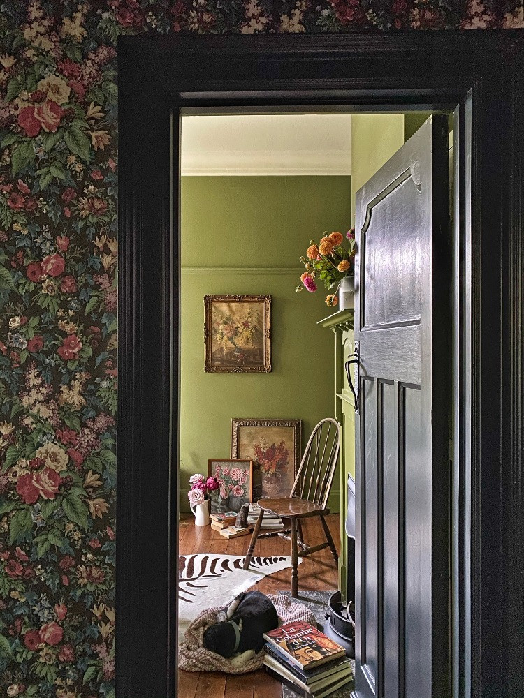 dark floral wallpaper heritage design dark painted woodwork eclectic vintage country house glamour