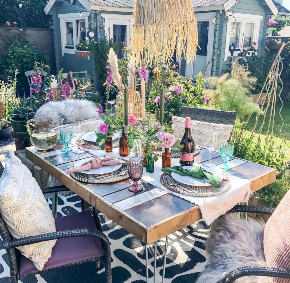 garden dining table styling raffia lampshade DIY palette table