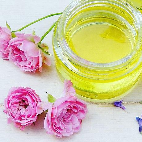 Rose 💖 Favourite essential oil_ 🌿 it's