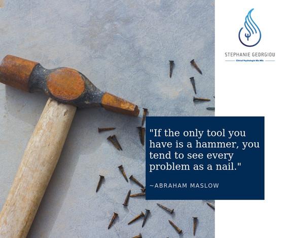 «Όταν το μόνο εργαλείο που διαθέτεις είναι σφυρί, τείνεις να βλέπεις κάθε πρόβλημα σαν καρφί».