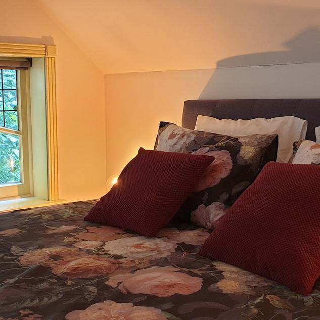 ruime slaapkamer 1e verdieping