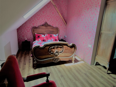 Twijfelaar in rode poppy slaapkamer