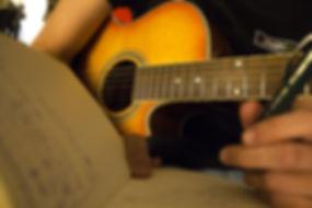 Plano-cerrado-guitarra.jpg