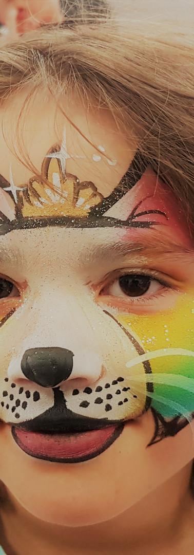 maquillage chien multicolore