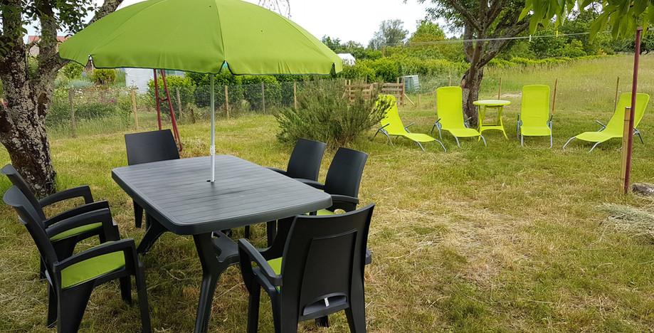 jardin 375 m2.  Clôturé anti fugue ! !