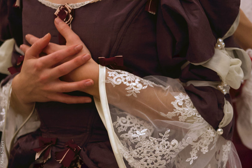 Mains Elsa corsettage.jpg