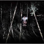 La mujer que danzaba entre los árboles