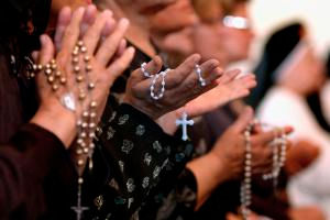 Iraqi_Christians_Pray_Rosary (1).jpg