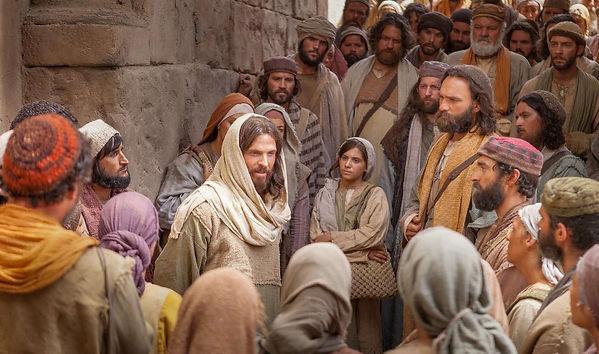 Jesus-surrounded-crowd-fp.jpg