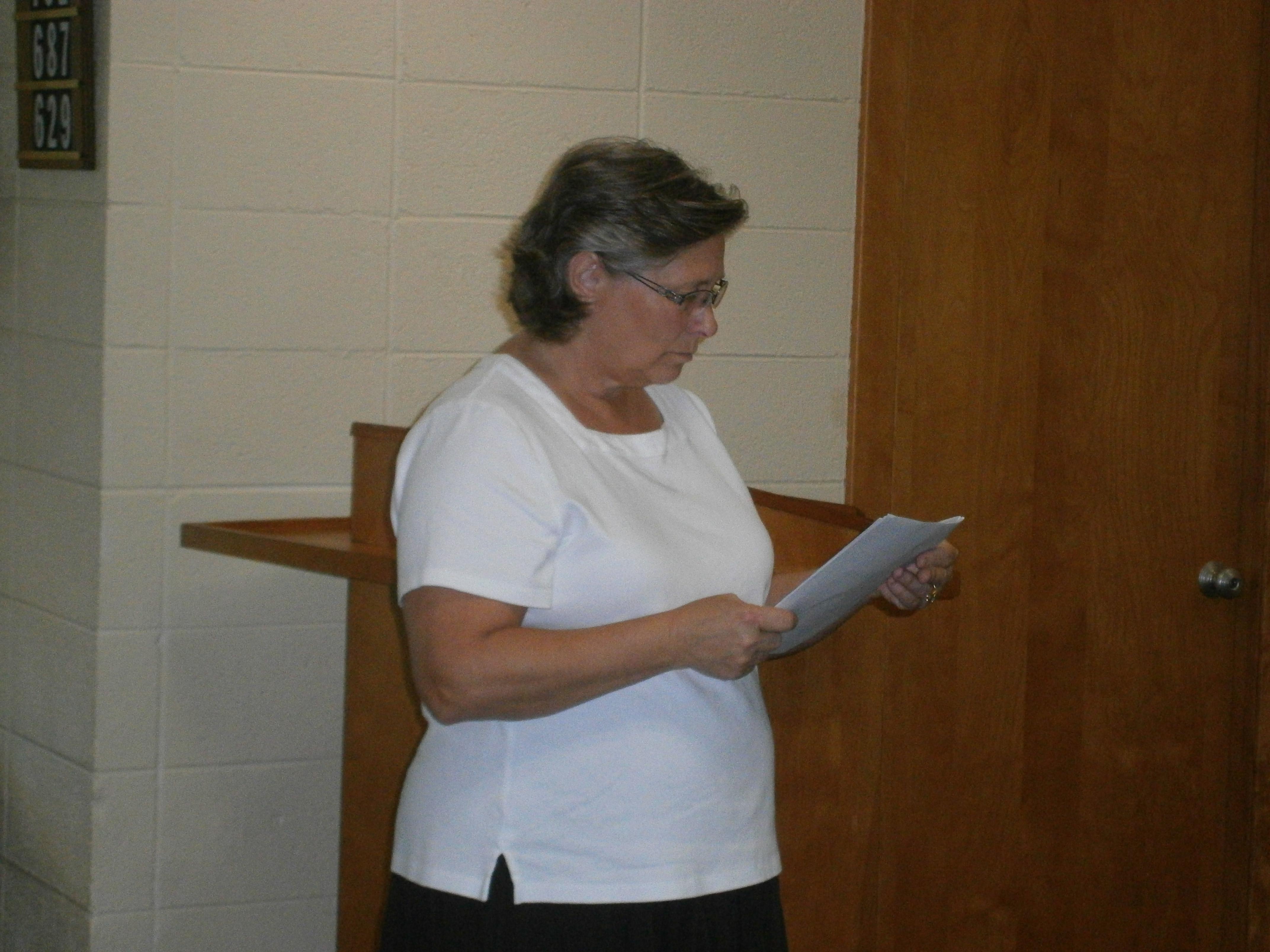 Terri Keller reading her pledge