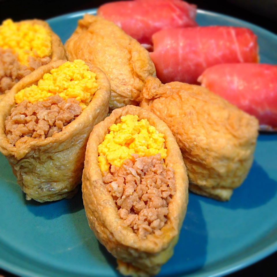 Vinegared rice wrapped in deep-fried bean curd
