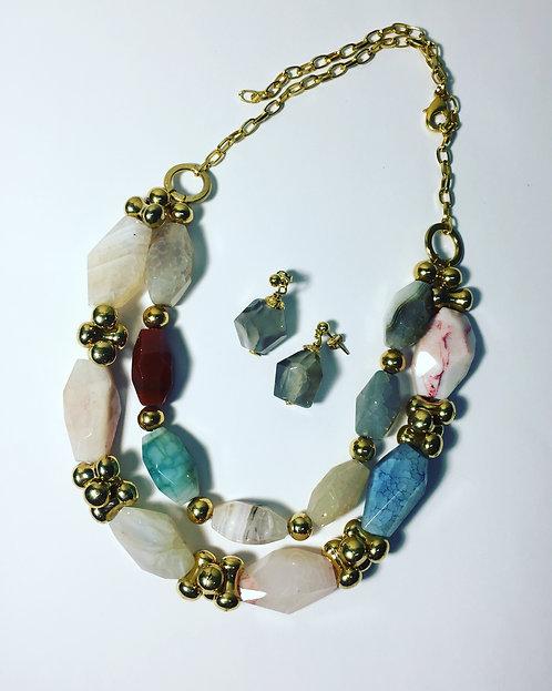 Collar Piedras colores. 011010110978