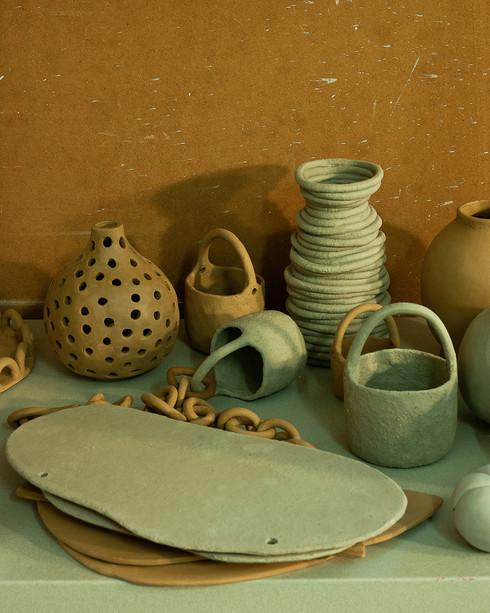 Hylla med keramik