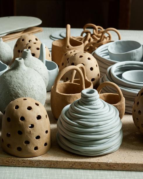 Bord med keramik