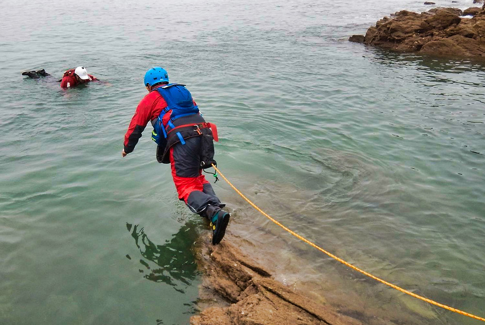 Live bait rescue - rocky landings