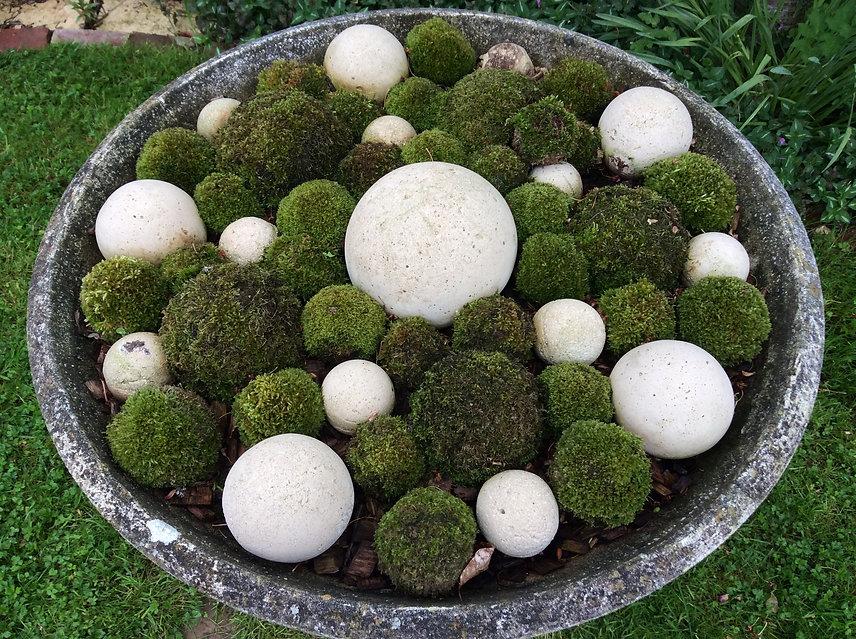 Coupe de boules de mousse natuelle et de boules de ciment