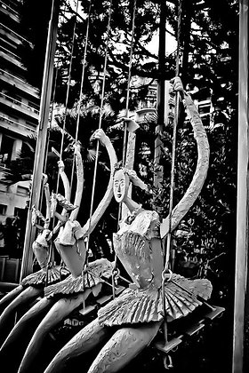 3 girls swinging - art installation - Monte Carlo