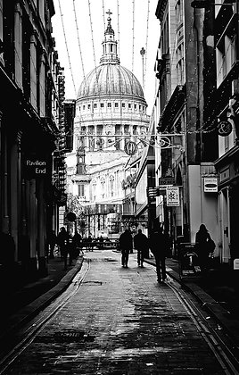 St Paul's Cathedral - Backstreet (Peeps Rt)