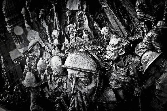Memorial for the pilots of WW2 (3) - Embankment