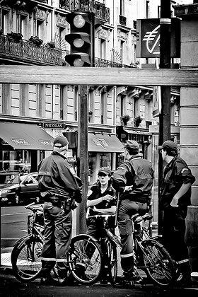 Even the cops do it! - Paris