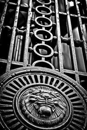 2 Giant Knocker - Lloyd's Building