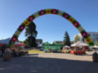 Rose Parade Flower Arch.JPG