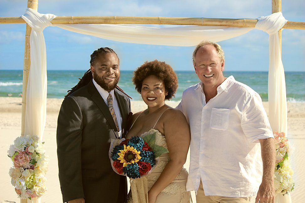 simply-chic-beach-wedding-pastor-glenn-h