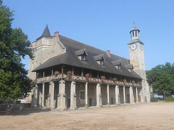 1200px-Château_des_Ducs_de_Bourbon_(logi
