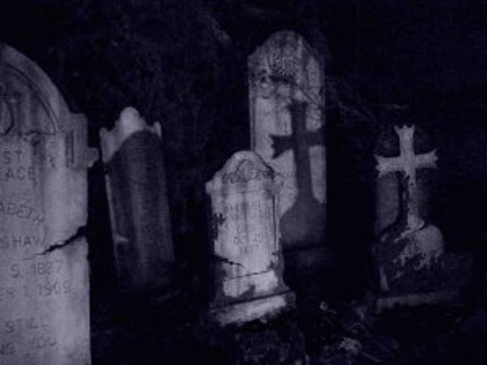 spooky-graveyard