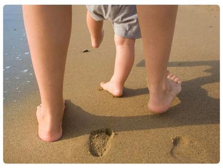Когда ребенок начинает ходить?