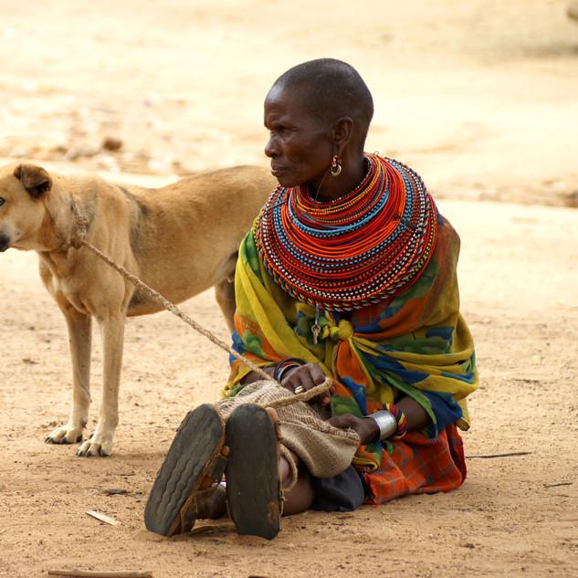 Portrétní, reportážní fotografie - žena z kmene Samburu, Keňa