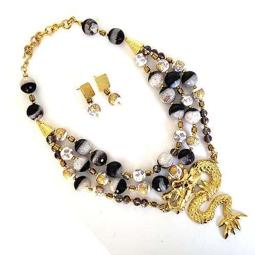 Set Black Agathas and Porcelain Stones Earrigns & Necklace