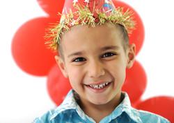 birthday-party-happy-children-celebrating-balloons-and-presents-around_BYgZ-_dTHj